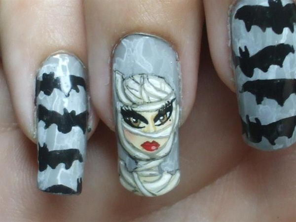 Bats and Mummy. Cool Halloween Nail Art which show off your spooky spirit during the freakish festivities.