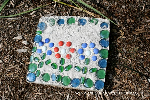 Glass Cement Stepping Stones. Not only functional but also can be used to decorate your garden. Make the walk in your garden more exciting and fun.