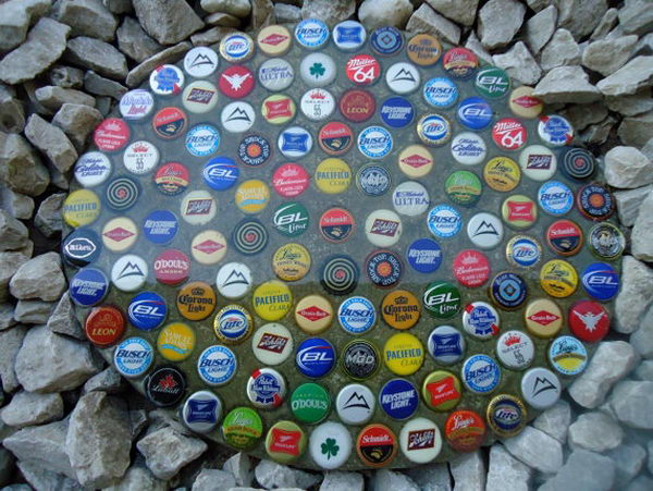 Bottle Cap Stepping Stone. Not only functional but also can be used to decorate your garden. Make the walk in your garden more exciting and fun.