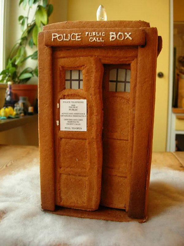 Plain Gingerbread TARDIS,