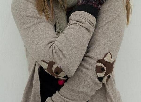 DIY Raccoon Elbow Patches. Create a style of intelligence, distinction and romantic fashion. Give your old sweater or jacket a new life.