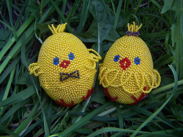 Decorate this easter egg with beadings for cute chicken. Use different colors to get its eyes, mouth, claws. Wow, these adorable chicken Easter Eggs are so lovely.