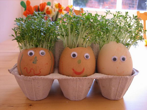 Cute Easter Egg Planters. Paint the eggs with amazing expressions and put some fresh tiny plants into it. What an art piece full of inspirations.