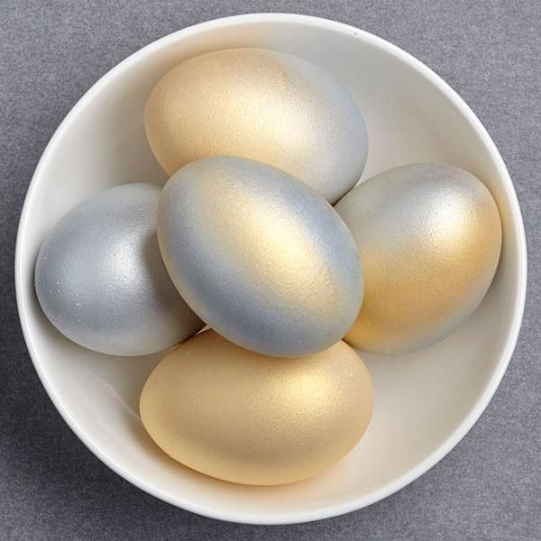 Shimmering Easter Eggs. Just get this fashionable shining eggs from gold, lavender and Champagne pink silver leaf.