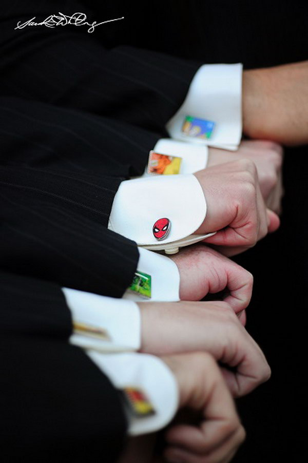 Cufflink is one of the few jewelry that men can wear. A cute way to show your taste and personalities. Different cufflinks can be selected, for example, silver ones or superhero shaped cufflinks.