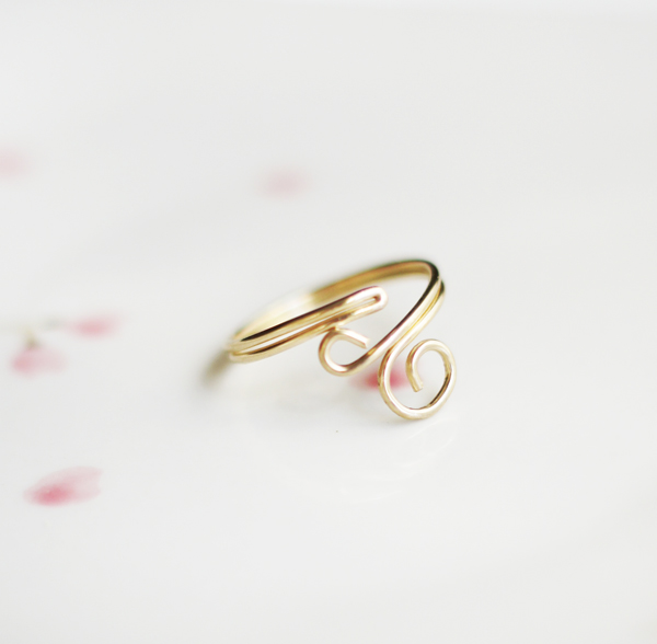 Ring. If your mom is a ring addict, then this DIY ring is a fabulous present for her. Actually this pretty ring is a good present for anyone.