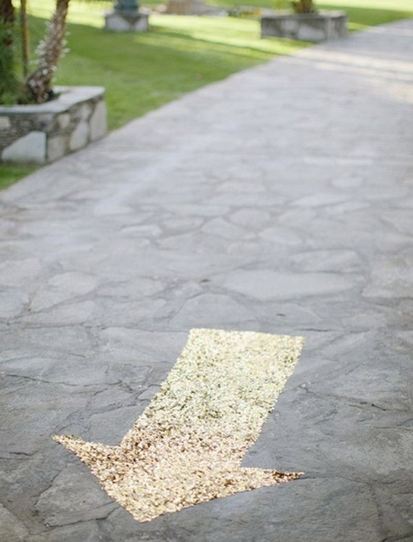 Gold Arrow Wedding Direction Idea. Sometimes, your guest may not know the direction clearly. It's cool to create a gold sequined arrow to guide the guests to the correct direction.