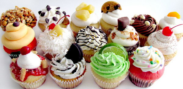 Favorite Food. Both men and women love delicious food. If you are dealing with a foodie, making him his favorite food like cupcakes or cookies on his birthday or other holidays is an excellent gift idea.