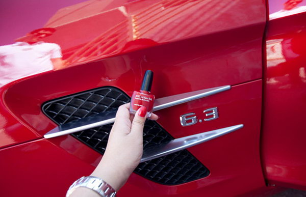 Fill car scratches with nail polish. Don't worry about the minor scratches on your beloved car after accidentally bumping into a hedge while trying to park your car. Use the nail polish with the same color or a color that closely matches the car to cover up the scratches on the car with nail polish.