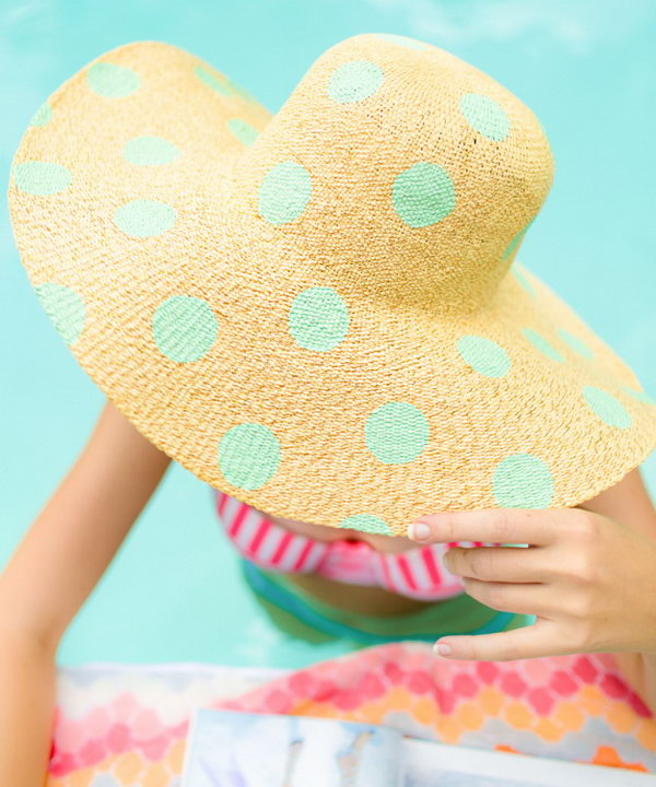 DIY Polka Dot Floppy Hat. This polka dot floppy hat is really an eye candy and it's perfect for beach. It will go great with a swimsuit when you're laying out this summer.