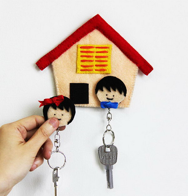 DIY Felt Home Key Holder. If you are interested in sewing projects. You can pay attention to this DIY felt key holder. It is simple but with a tremendous effect to the décor. Get more directions