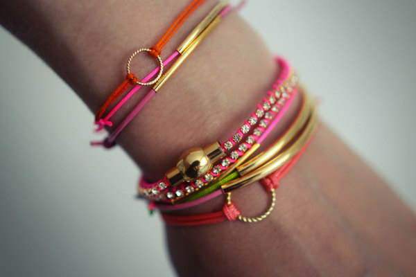 DIY Neon Bracelet. See the tutorial