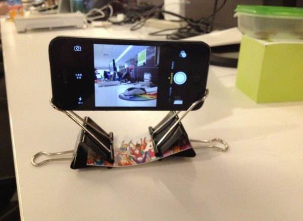 40 DIY iPhone Stand and Tripod Ideas - Styletic