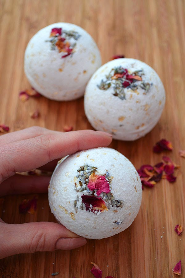 Natural Rose, Lavender & Oatmeal Bath Bombs.