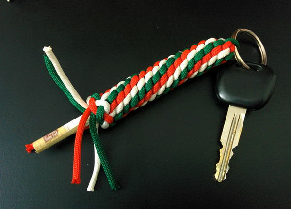Paracord Keychain with Hidden Compartment