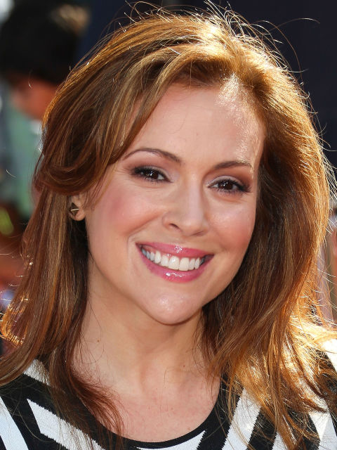 Alyssa Milano: Trendy Should Length Hairstyle.