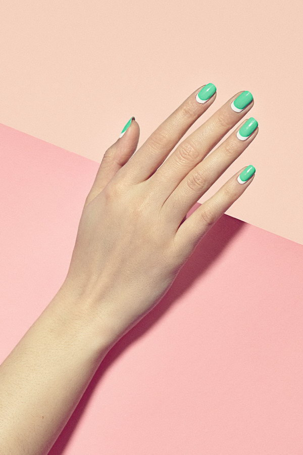 Fresh Looking Green and White  Minimalist Nail Art