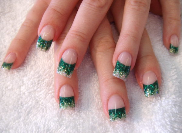 Green Sparkle Acrylic Nail Art