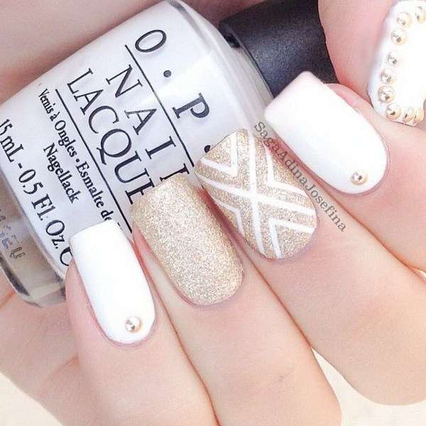 White and Gold Manicure.
