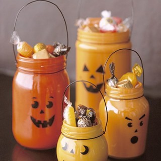 30+ Easy And Creative Ways To Decorate Your Home With Mason Jars For This Halloween