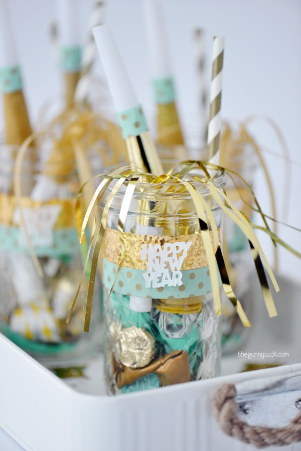 New Year's Eve Mason Jar Favors