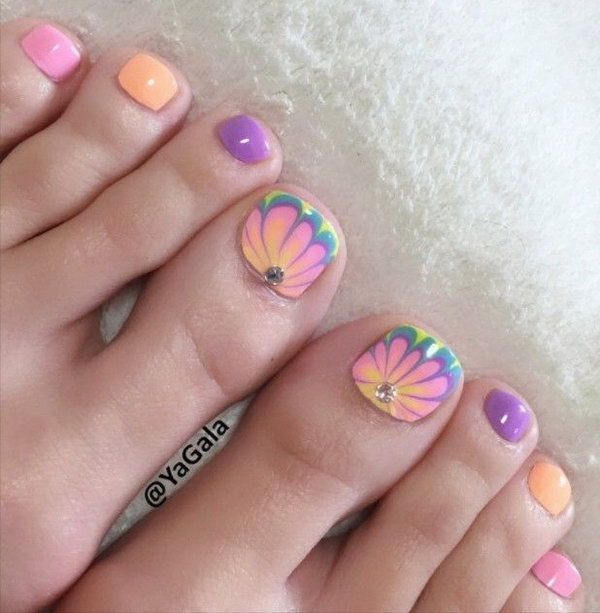 Beautiful Floral Toe Nail