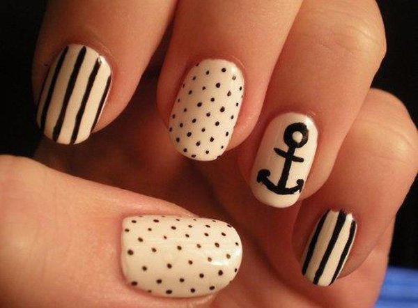 Black and White Anchor Nail Art.