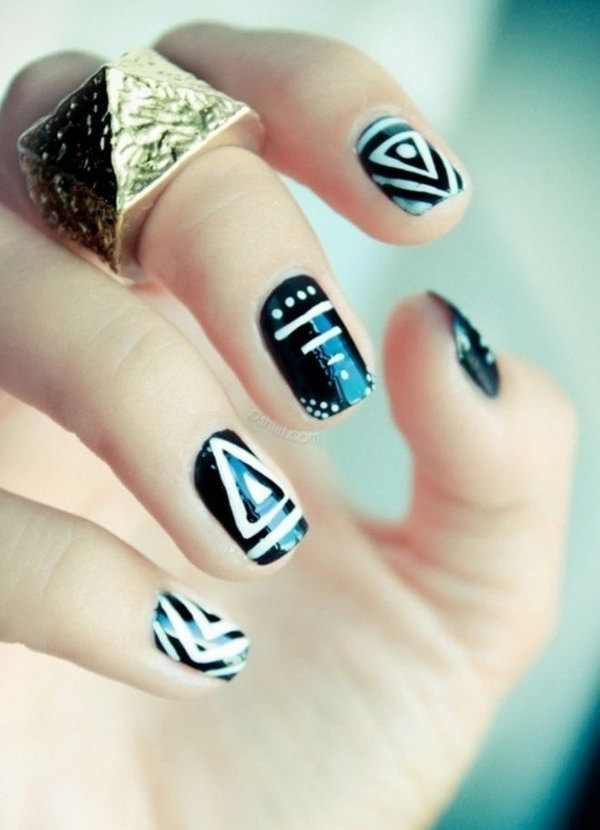 Graphic Black & White Nails.