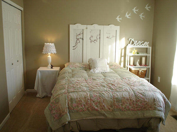 the dreaming bedroom styled with beige wall paint and white furniture - Ideas For Shabby Chic Bedroom