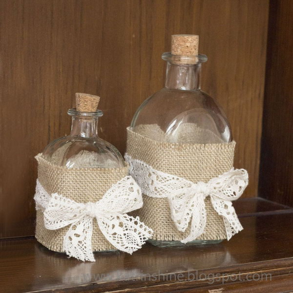 Shabby Chic Bottle Decoration. Get the tutorial