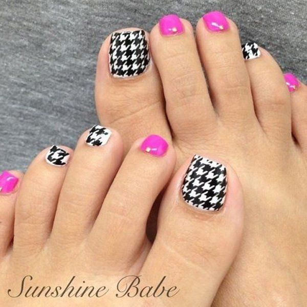 Black and White Checkered Shape Toe Nail Design.