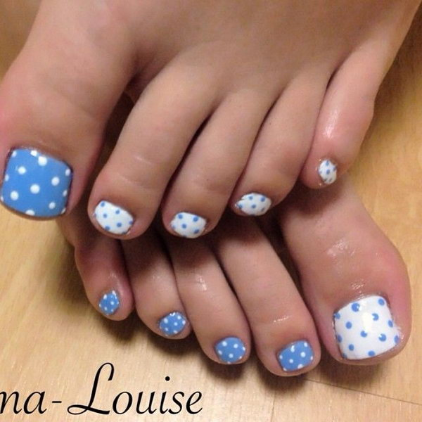 Blue and White Polka Dots Toe Nails.