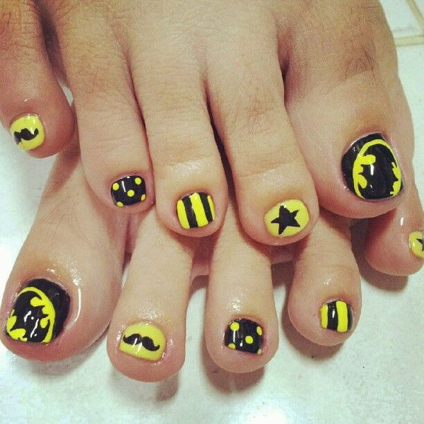 Black and Yellow Patterned Toe Nails.