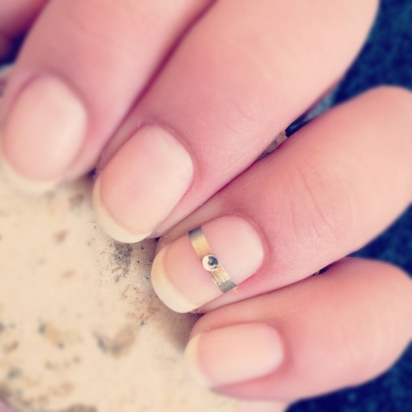 Simple Ring Accent Nail.