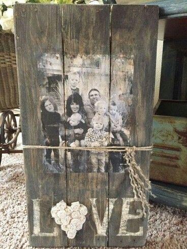 Fotos da família na pálete gasto.