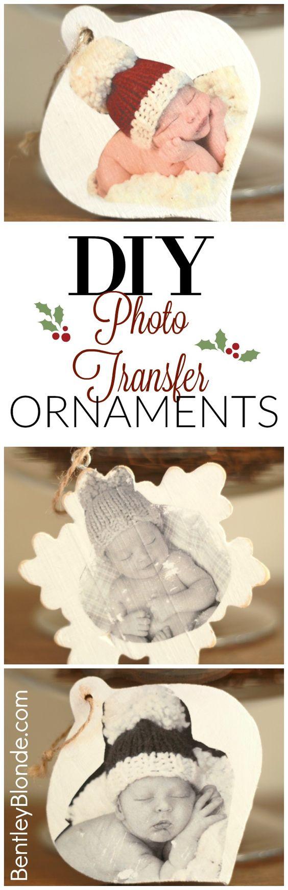 Transferência de foto DIY para enfeites de madeira de Natal.
