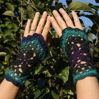 25+ Crochet Fingerless Gloves Wrist Warmer Ideas